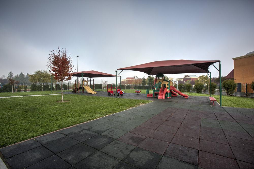 Little-Blossom-Montessori-Preschool-and-Daycare-Services-Sacramento-Natomas_09.jpg
