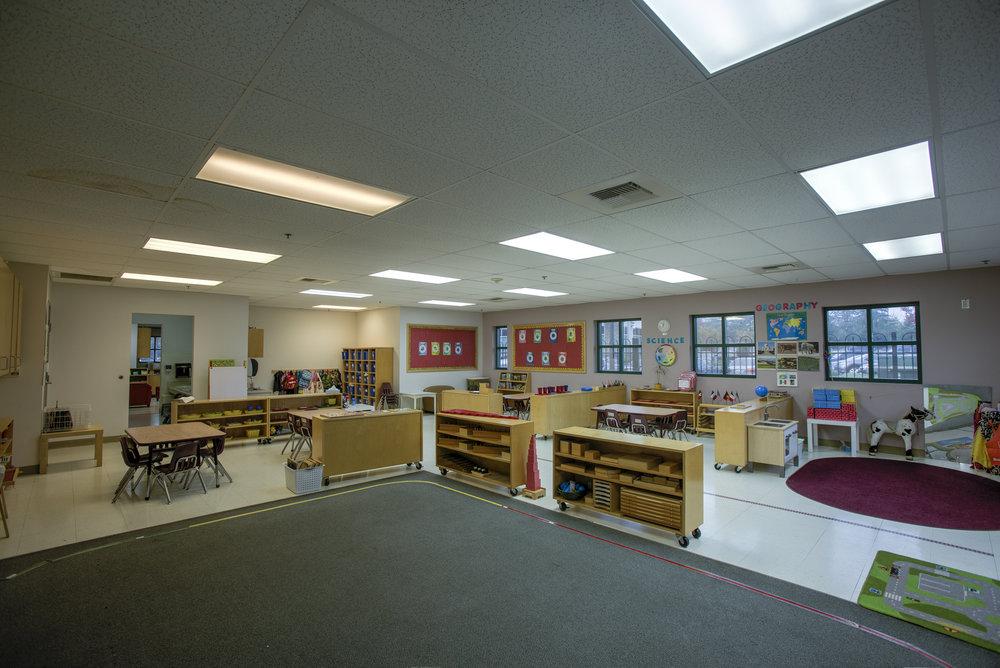Little-Blossom-Montessori-Preschool-and-Daycare-Services-Sacramento-Natomas_12.jpg