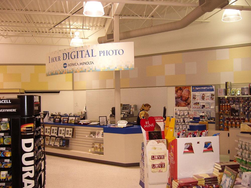 Pharma Plus, 611 Wonderland Rd. N., signage 003.jpg
