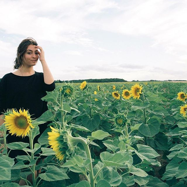 Happy Earth Day🌍 . . . #earthday2018  #blossom #healthystrongandbeautiful #naturalskincare #naturalacnecare #ecofriendly #acne #acnecare #noanimaltesting #madeinusa #california #skincare #lovetgeskinyourein #sunstick #blossomstick #lagirl #gardengoals