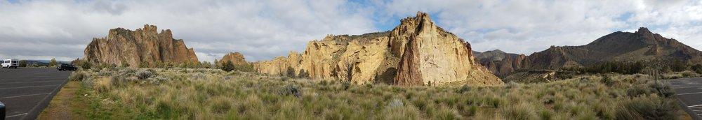 Smith Rock State Park. Panoramic View. 7 Wonders of Oregon. Splendid Wonders Blog