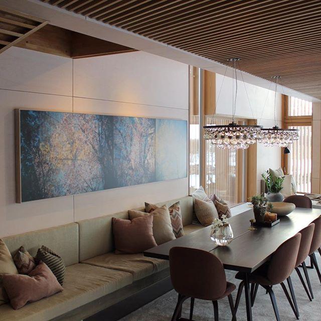 FERDIG! Vi er ekstremt stolt og happy over dette prosjektet vi jobbet med i fjor. Idag ble det ferdig da et verk av @erlekyllingmark ble montert. Ufattelig moro å jobbe med positive, åpne kunder, og gode fagfolk, hvert på sitt felt! #finish #ferdig #ferdigstillelse #norgesriviera #husetvedhavet #nybygg #arkitekttegnet #tilbygg #skandinavisk #nordisk #presisjon #perfeksjon #this is Why i love my job! #ilovemyjob #interiør #interior #interiørdesign #happy #euforisk #fagidiot #skandinaviskdesign #nordiskehjem #organisk #følelser #godtrom #photography #foto