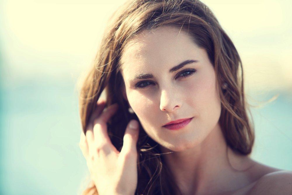 Laura1_v3.jpg