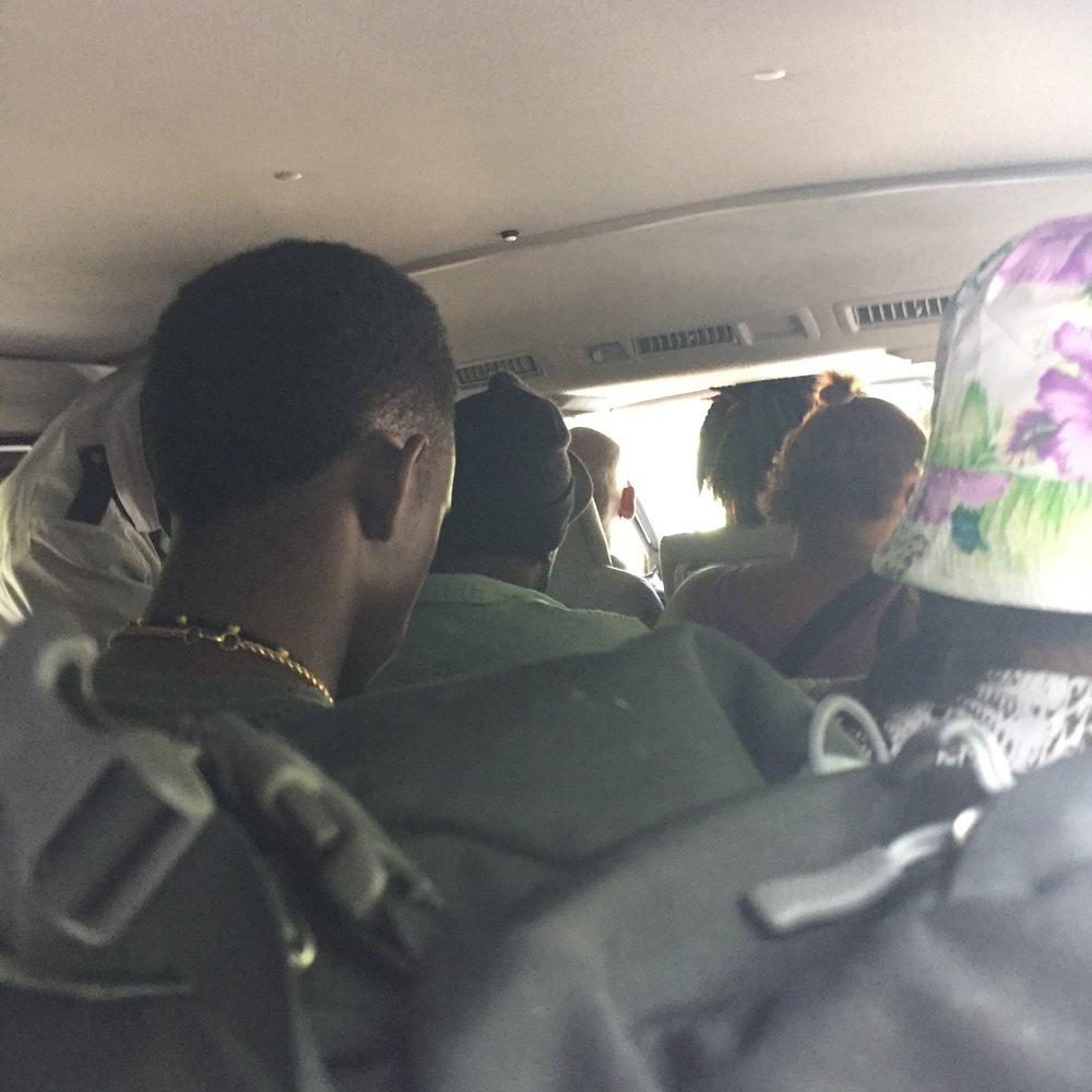 تكدس الركاب في باصات النقل العام أمر طبيعي في جامايكا