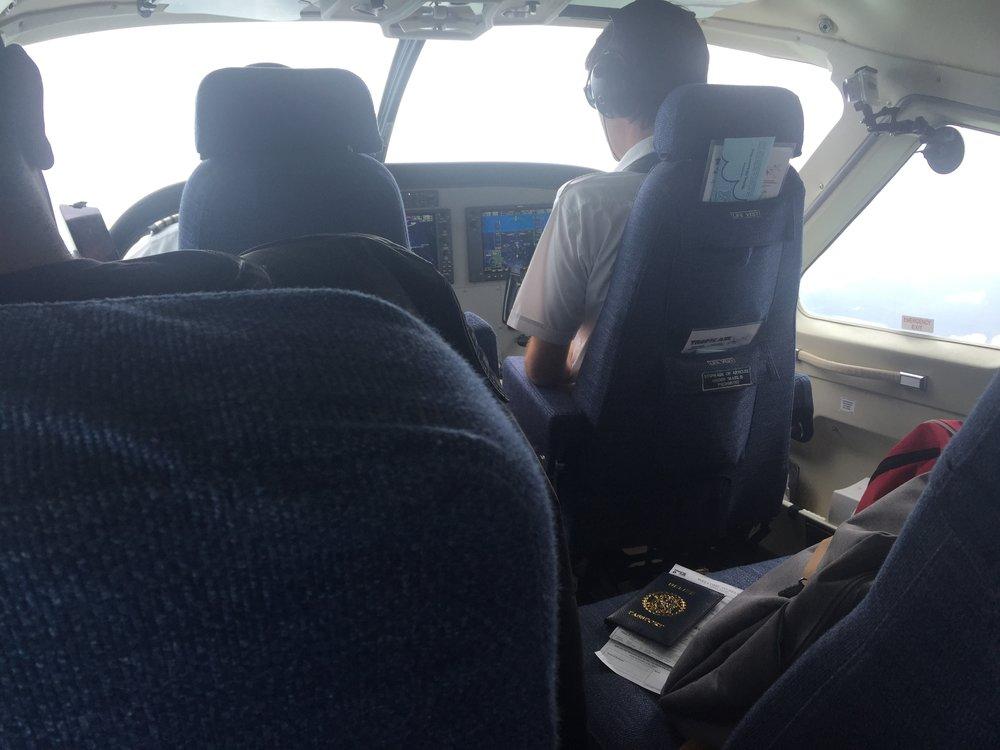 من معقدي على الطائرة