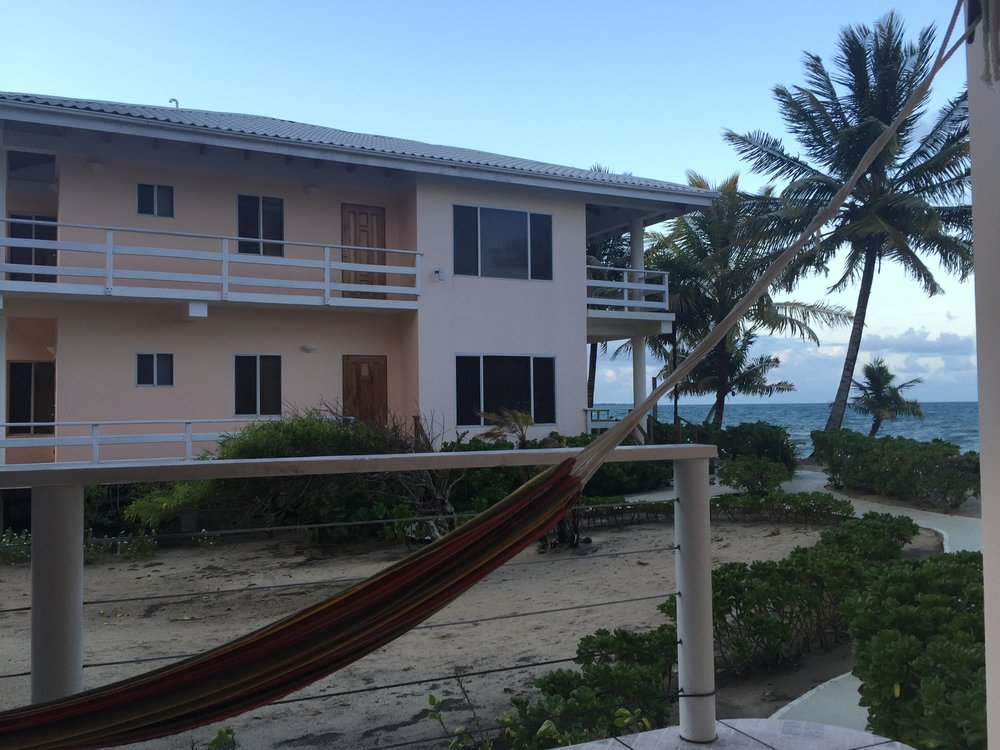 معظم المنازل مرتفعة عن سطح البحر تجنباً للفياضانات