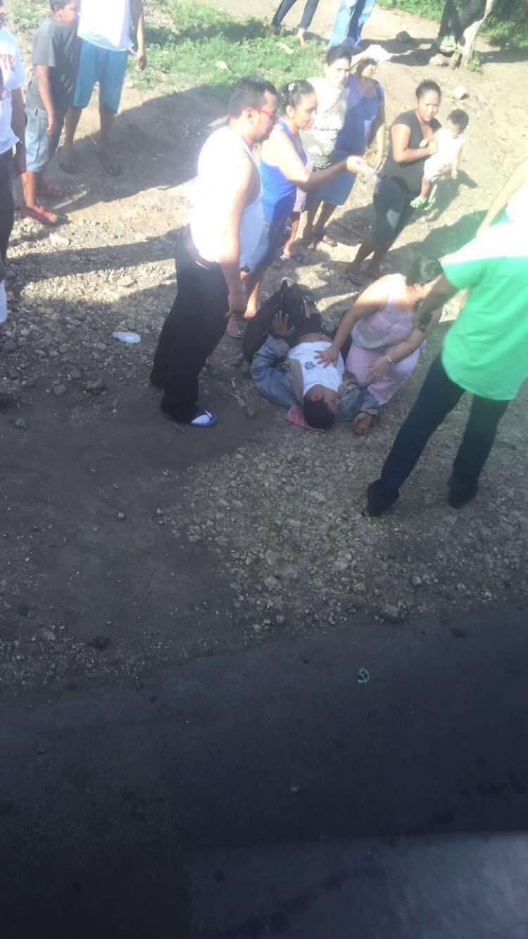 الرجل الذي أصيب وسقط من دراجته النارية