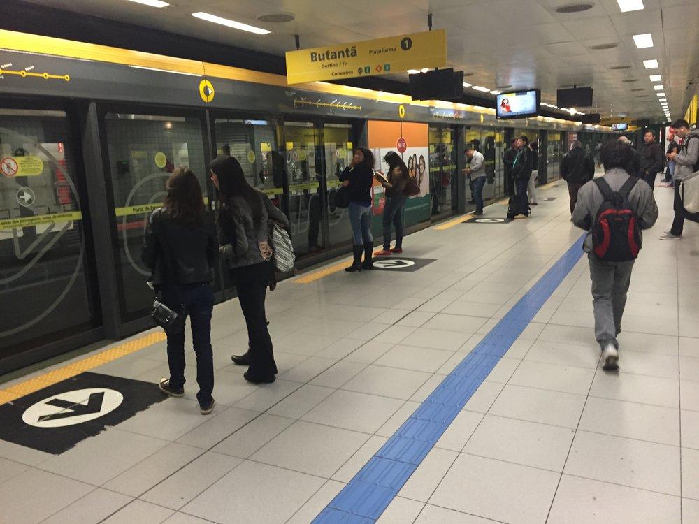 يتواجد المترو في بعض المدن الرئيسية مثل ساوباولو ومكسيكو سيتي