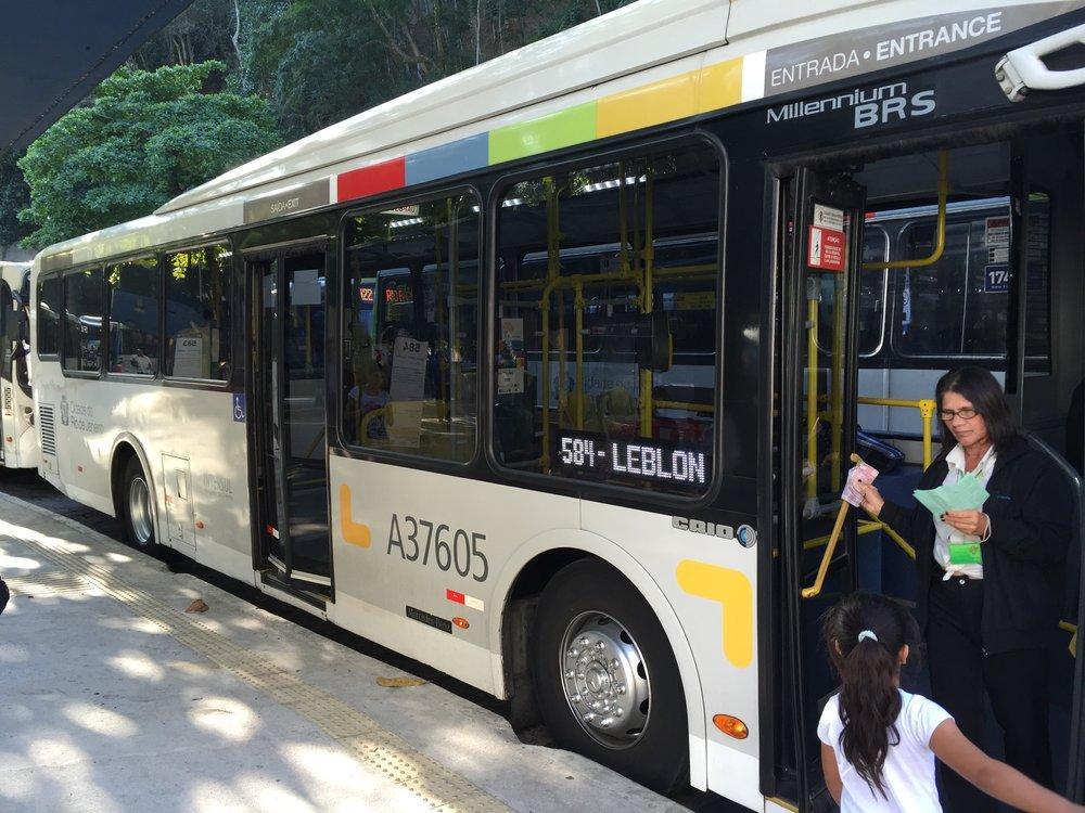 خلال استخدامي للنقل العام في ريو دي جانيرو، البرازيل