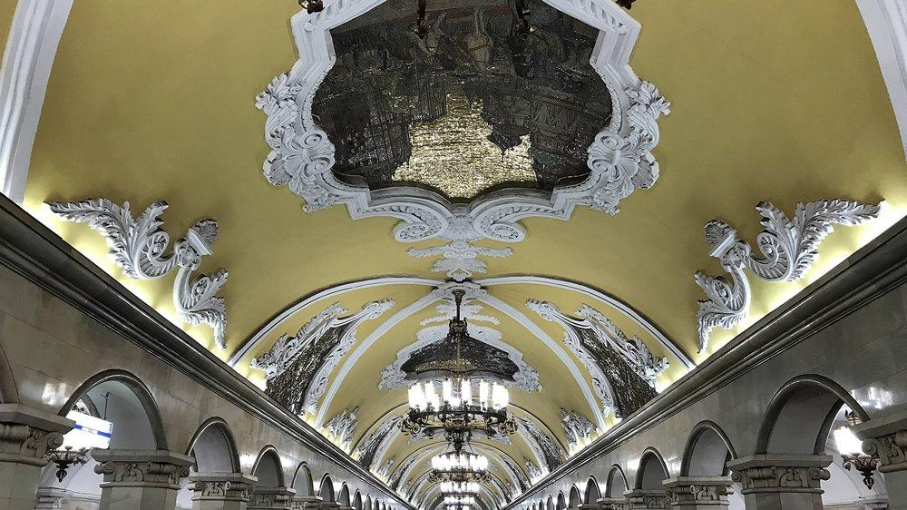 تصميم مميز لدى محطة مترو Komsomolskaya