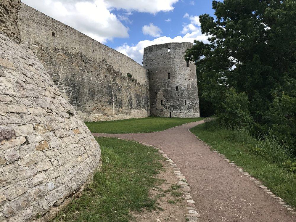 إزبوسك وبيتشوري - أقرب نقطة إلى إستونيا
