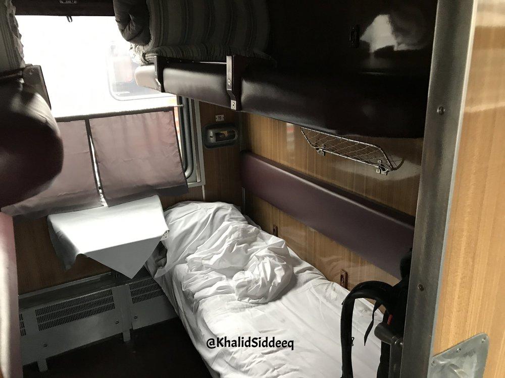 سرير في المقصورة