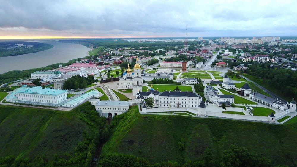 صورة جوية لقصر الكرملين، والذي يقع على هضبة مرتفعة