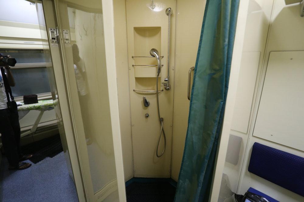 حمام الاستحمام في القطار