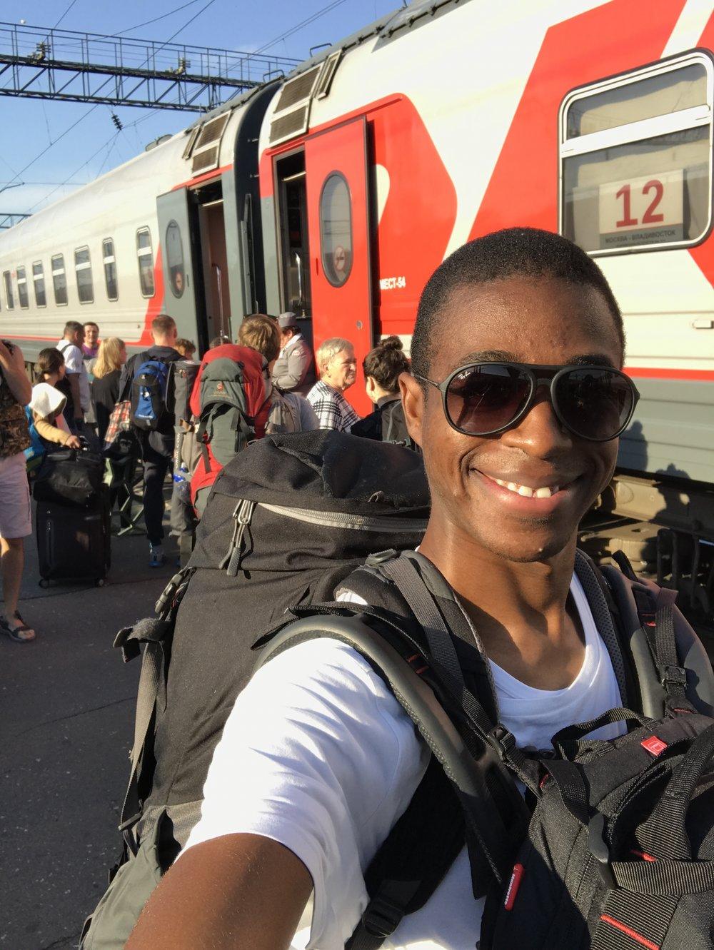 فرحة النزول من القطار ورؤية الشمس