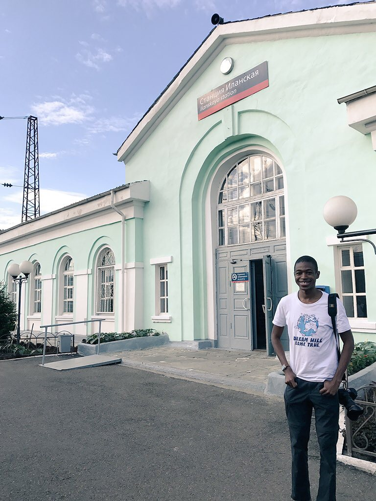 التصوير بجانب اسم المحطة