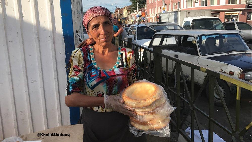 إمرأة مسلمة من طاجيكستان رأيتها في مدينة إركوتسك الواقعة في وسط سيبيريا