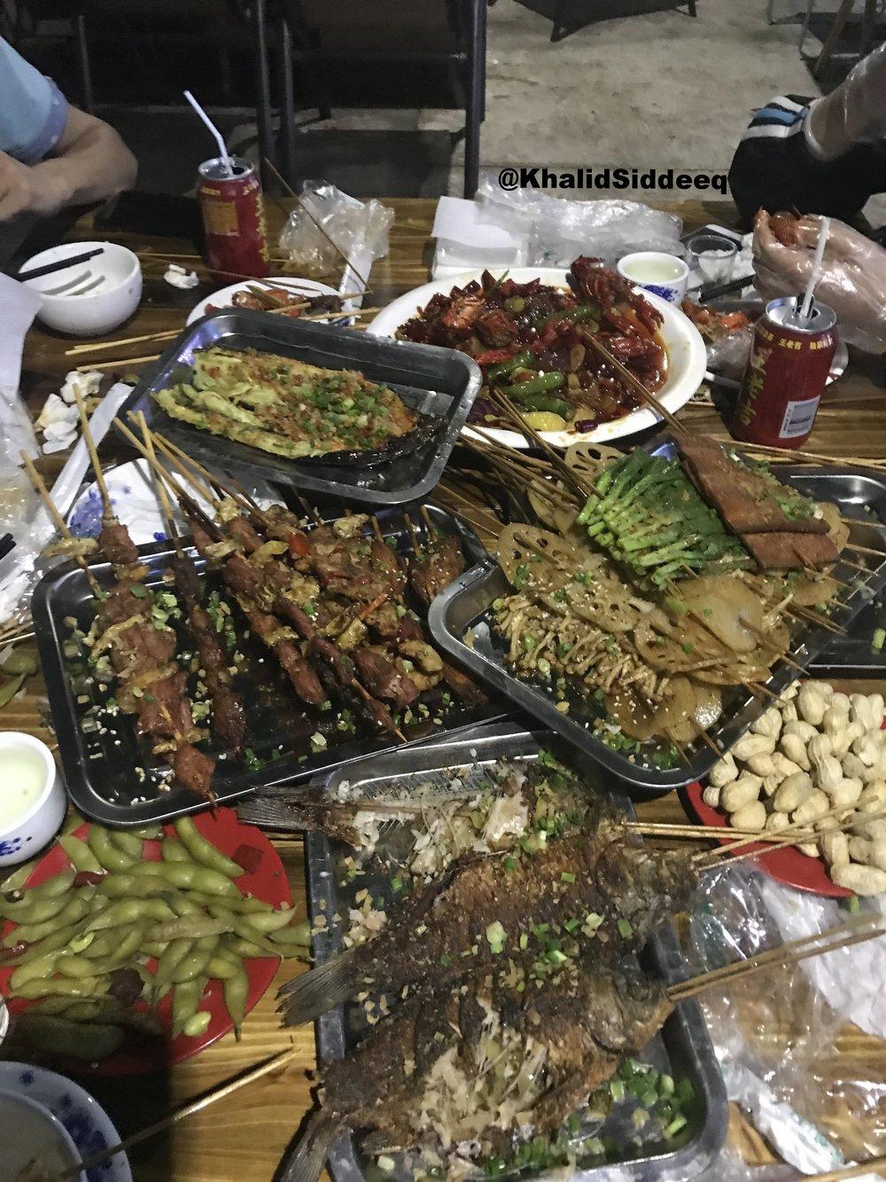 عشاء صيني برفقة الأصدقاء