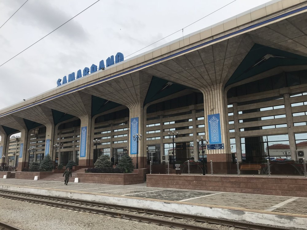 مبنى محطة القطارات في مدينة سمرقند
