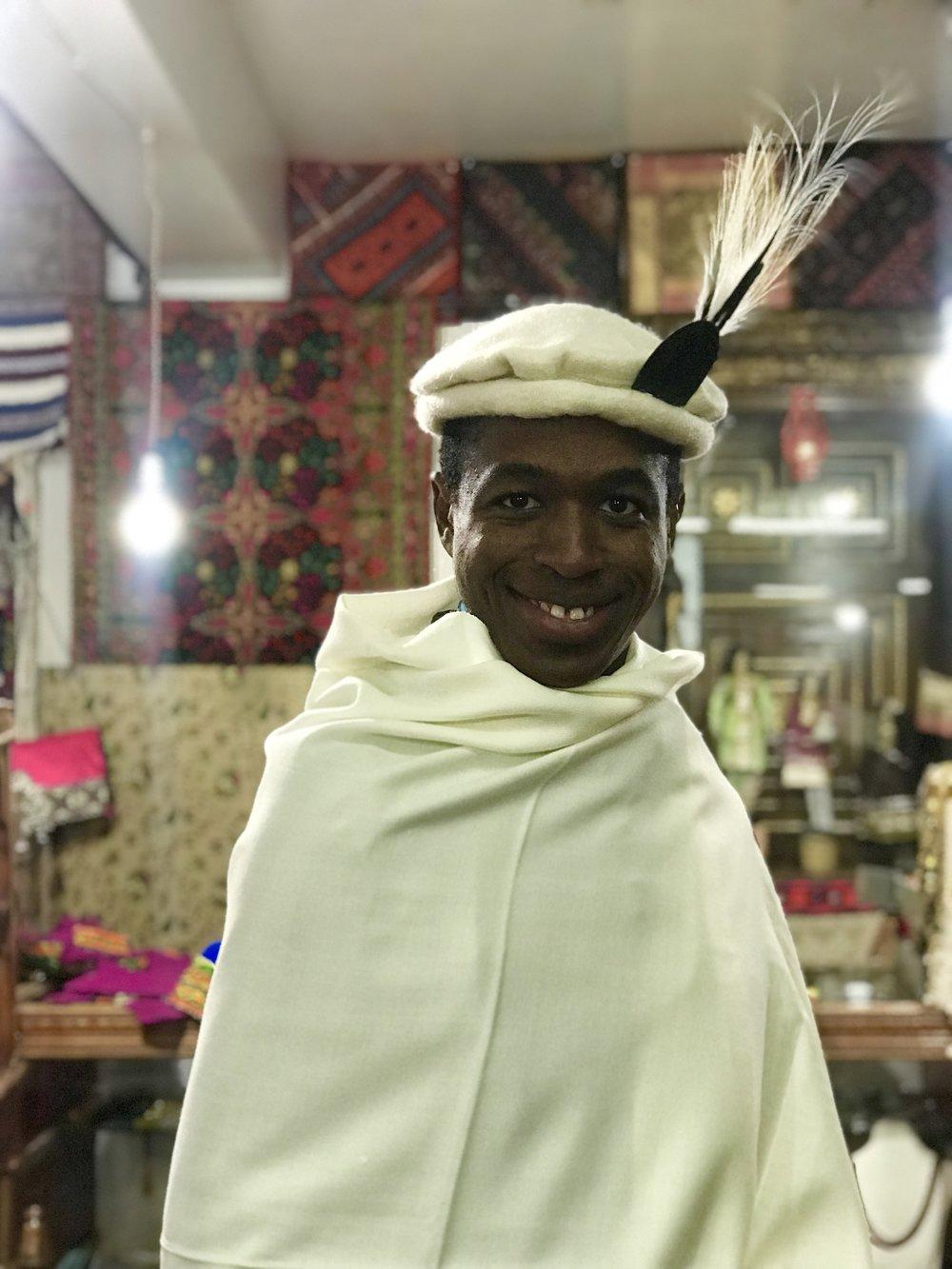 لباس تقليدي - كما يبدو في منطقة خونزا شمال باكستان