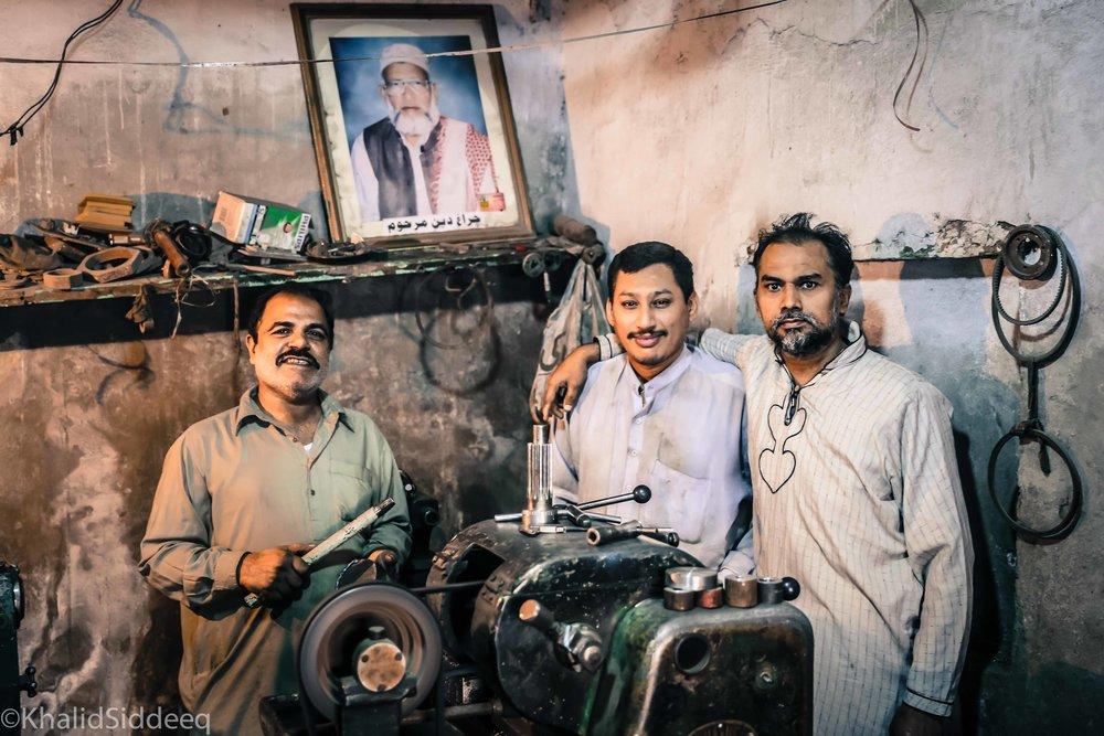 يحبون السعودية كثيراً - لم ألتقي برجل في باكستان إلا وأخبرني أنه قد عاش بالسعودية لفترة، أو أن أحد أقربائه يعمل هناك الان