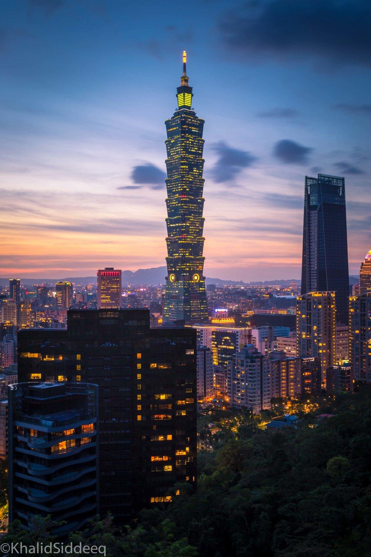 تايبيه ١٠١ 台北101 - أطول برج في العالم إلى عام ٢٠٠٤، يقع في العاصمة