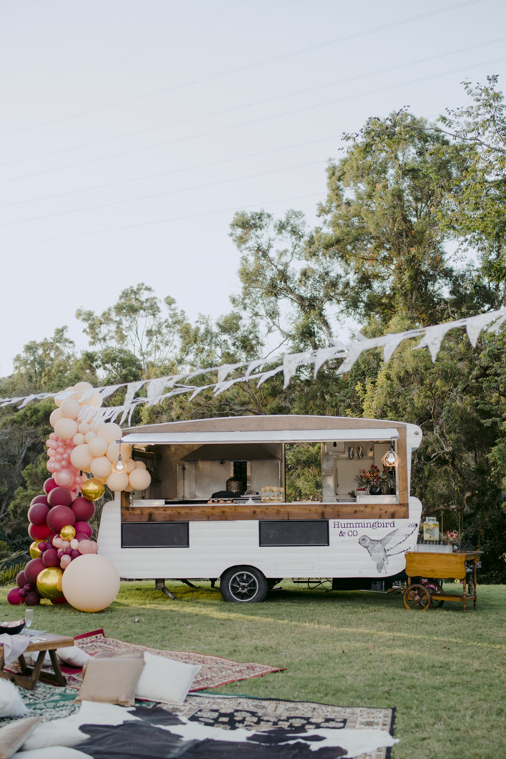 vintage caravan and pop up bar service -