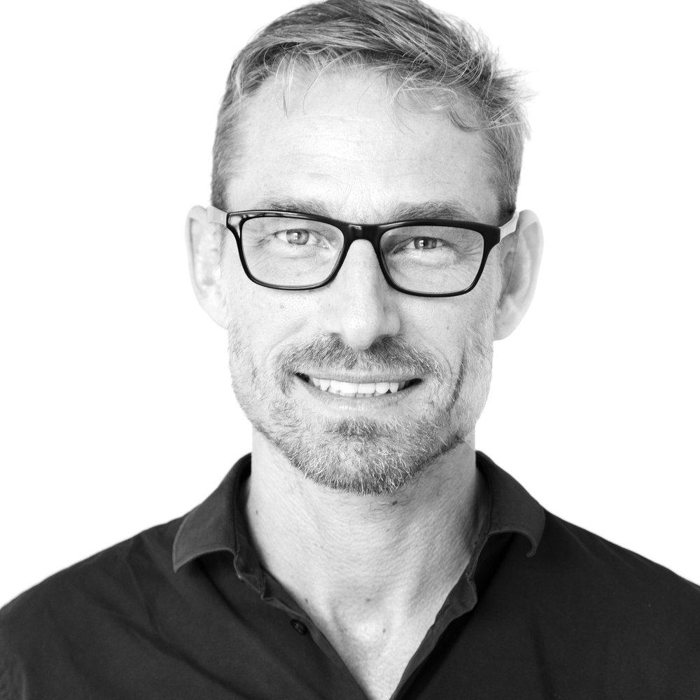 Mats Huss , konsult inom affärsutveckling & design thinking  Mats har över 20 års erfarenhet av projektledning inom kreativa näringar. Både som konsult och anställd, på byrå och tillverkande företag, har han verkat inom områdena produktdesign, grafisk design, modedesign, musik, event, service design och affärsutveckling. Mats har internationellt erfarenhet från projekt i Kina, Mellanöstern, och USA, utöver Sverige och Europa och är flitigt anlitad föreläsare både inom näringslivet och akademin.