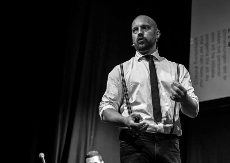 Martin Deinoff, VD, Itch Design  Martin Deinoff är författare, inspiratör, rådgivare och VD på den digitala innovationsbyrån itch. Han har ett långt förflutet inom den digitala scenen både i Sverige och Europa med en bakgrund från bland annat Spray, Razorfish och Creuna.