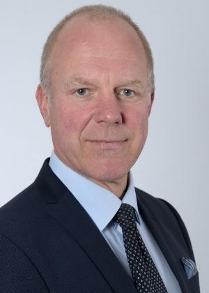 Hans Hjertsäll, säkerhetschef, E.ON Nordic Hans har lång erfarenhet av ledarskap med fokus på informationssäkerhet, en fråga han jobbat med på både ledningsstrategisk och teknisk nivåi flera organisationer och företag. Han har också försäljnings- och marknadserfarenhet för komplex IT-relaterad försäljning.