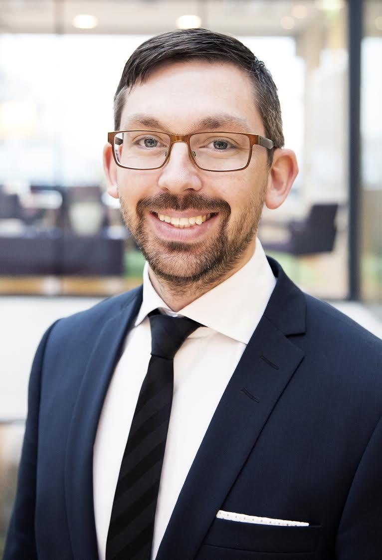 Peter Olby PwC, Risk Assurance   Peter driver tjänsteområdet Information Management på PwC i Malmö och har lång erfarenhet av informations- hantering, informationssäkerhet, process- och kontrollutveckling och GDPR. Peter har arbetat på PwC sedan 2008 och har det senaste året varit engagerad i ett stort antal GDPR-projekt, med genomförande av gap-analyser, att ta fram implementeringsplaner och genomföra utbildning till ledning och övriga medarbetare i globala företag.
