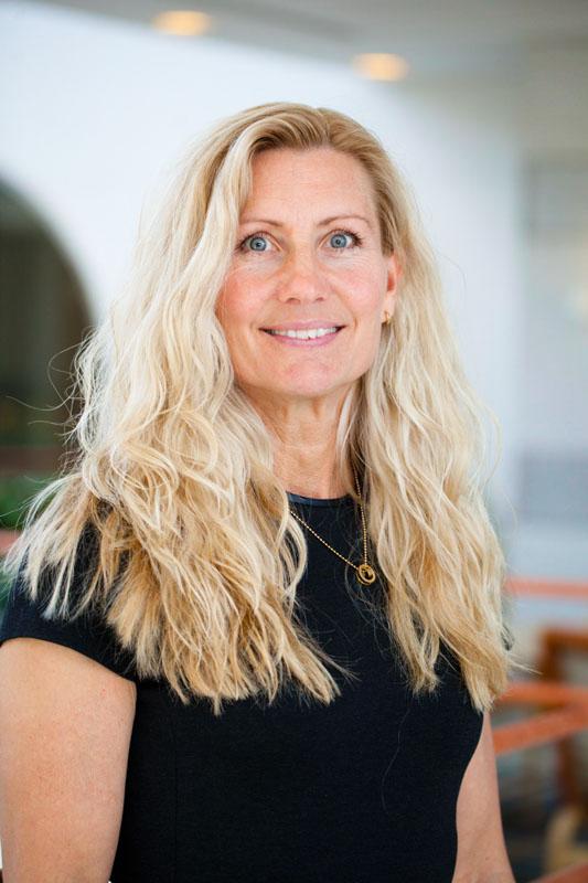 Kristina Ström-Olsson, Välfärdsanalytiker och hälsostrateg, Länsförsäkringar Kristinas expertområde är socialförsäkring och hälso- och sjukvård. Kristina har lång erfarenhet som prognosmakare, gruppledare och senior analytiker på myndighet, regering, riksdag och branschorganisation med fokus på allt från statens finanser, socialförsäkring och arbetsmarknad till hälso- och sjukvård och hållbarhetsfrågor. Kristina har ett brinnande intresse för frågor som främjar hälsa och ett hållbart arbetsliv.