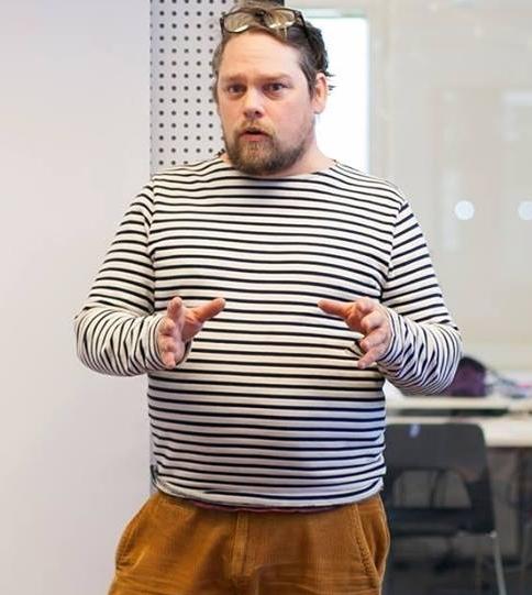 Albin Ponnert, Grundare av Local Food Nodes.   Albin Ponnert är filmaren som sadlade om till självhushållare, odlare och foodtechentrepenör. En drivkraft är att bidra till samhällsutvecklingslösningar och lokal utveckling på gräsrotspremisser. Albin ligger bl.a bakom Sverige största instagramprojekt #enjoysweden, och är grundare av Local Food Nodes -en digital plattform för handel med lokal mat, helt utan mellanhänder.