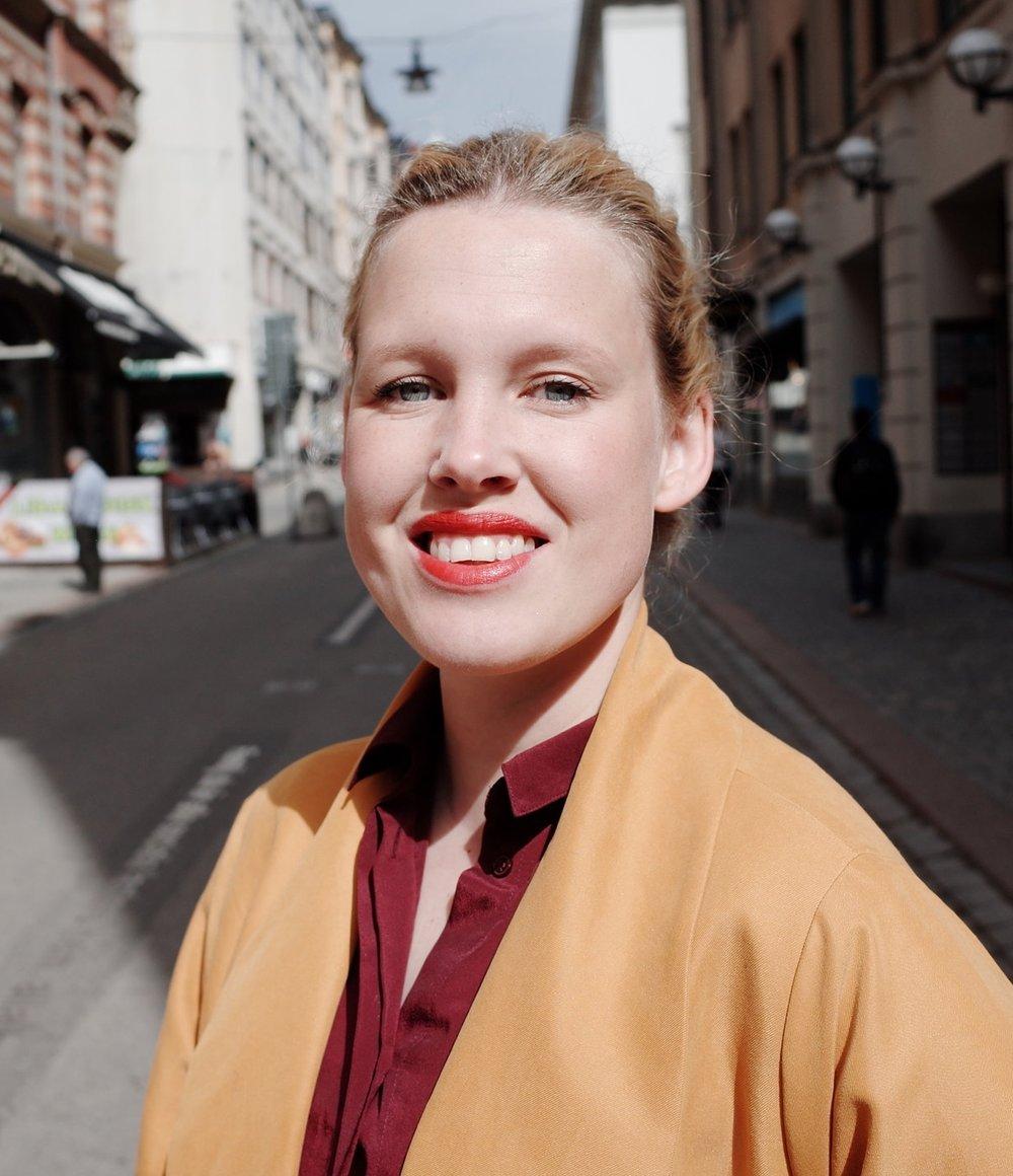 Anna Gullstrand, Grundare av Studio How   Anna Gullstrand driver bolaget Studio How där hon stöttar företag i kulturell och digital transformation. Hon är medgrundare till The Book Of Collaboration, som just nu genomför en crowdfundingkampanj för att ge ut en serie miniböcker med hands-on metodik kopplat till teamwork och livslångt lärande. Sedan examen från den progressiva skolan Hyper Island 2005 har hon haft fokus på growth mindset i sitt ledarskap, bland annat på digitalbyrån Fröjd, där hon fortfarande är delägare och styrelseledamot.