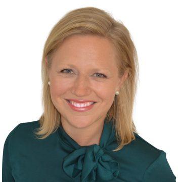Karin Bjerde,   Global Business Development Manager,Kognity   Karin är ansvarig för långsiktig global affärsutveckling på Kognity. Hon har en master i Ekonomi från Handelshögskolan i Stockholm, och har tidigare jobbat som aktiemäklare på Morgan Stanley i London. Majoriteten av hennes liv har spenderats utomlands vilket ger henne en unik förmåga att koppla ihop globala sammanhang och hon har blivit utsedd till en av världens framtida globala ledare av Goldman Sachs, samt en av Sveriges 101 Supertalanger av Veckans Affärer.