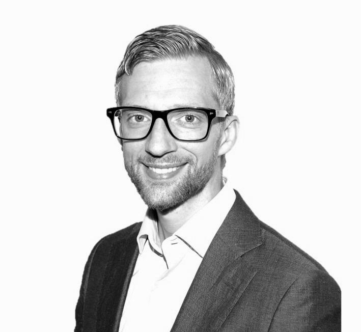Peter Andersson  Managementkonsult,Acando  Peter har en bakgrund från Copenhagen Business School med specialisering inom Neuromarketing. Han har ett brinnande intresse för tekniska innovationer, vilket bland annat har mynnat ut i ett numera bastuvarmt förråd fyllt med utrustning för att validera transaktioner på blockkedjor, ett NFC chip implanterat i handen och ett mastersarbete inom Eye-tracking och neurologisk marknadsföring.