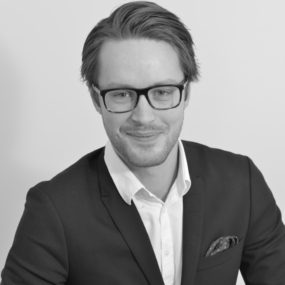 Alexander Fröström  Managementkonsult,Acando  Alexander har arbetat med allt från kinesisk cyber security lagstiftning och värdekedjeoptimering till produktionsplanering på stora globala företag. Utbildad Civilingenjör i Maskinteknik med ett stort intresse för hur värdekedjor kan förbättras med hjälp av digitala verktyg.