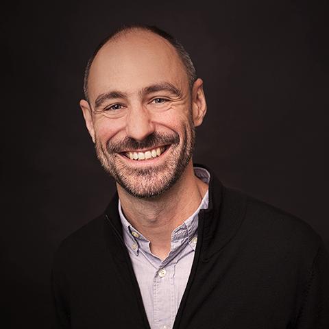 Christian Égéa, Design Manager, Topp Design   Christian är en fransk-amerikansk facilitator inom innovation, forskare och designstrateg hos TOPP Design & Innovation i Malmö. Innan han flyttade till Köpenhamn från San Francisco var han en designchef på Stanford Health Care i Palo Alto, där han ansvarade för en Lean innovationsprocess och ledde UX för MyHealth: Stanfords patientelektroniska hälsojournal på webb- och mobilplattformar. Christian är passionerad om hälso- och sjukvård samt life science, och han älskar att hjälpa organisationer att utveckla en kultur av hållbar innovation genom iterativa, samarbetsprocesser som grund för att leverera mänskligt värde.