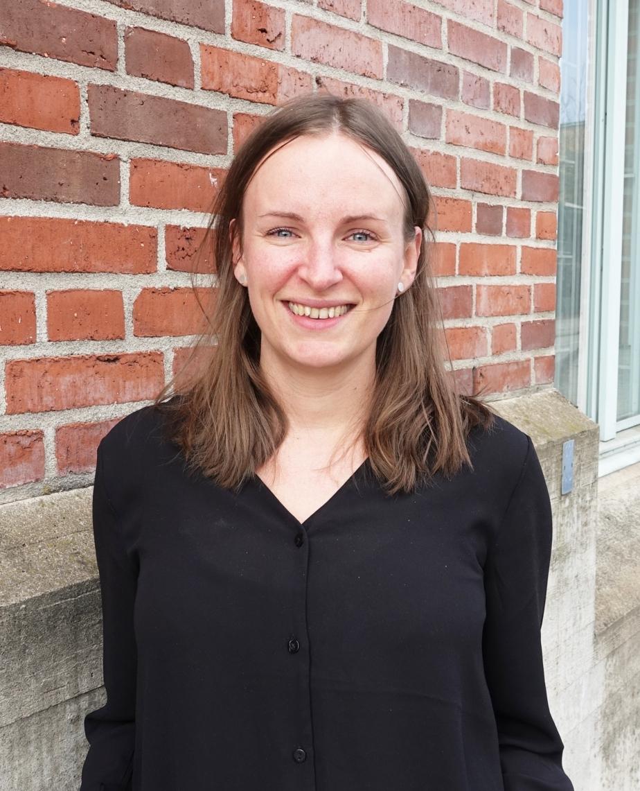 Louisa Szücs Johansson, Senior Service Designer, Zenit design   Louisa är utbildad designer och har lång erfarenhet av att arbeta med inkluderande design- och innovationsprocesser kopplat till hälso- och sjukvård, äldreomsorg, hållbar stadsutveckling och integration. Hennes hjärta slår extra hårt för delaktighet och samskapande när vi utvecklar nya lösningar på samhällsutmaningar.