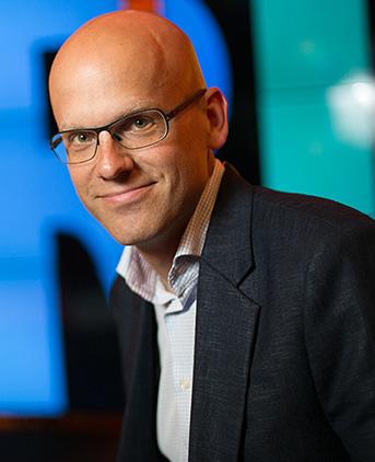 Andreas Ekström   Andreas arbetar som journalist på Sydsvenskan och har nått en internationell publik med sina föreläsningar om digitalisering. Han är varken ingenjör, tekniker eller programmerare - hans perspektiv är samhället, och människorna i det.