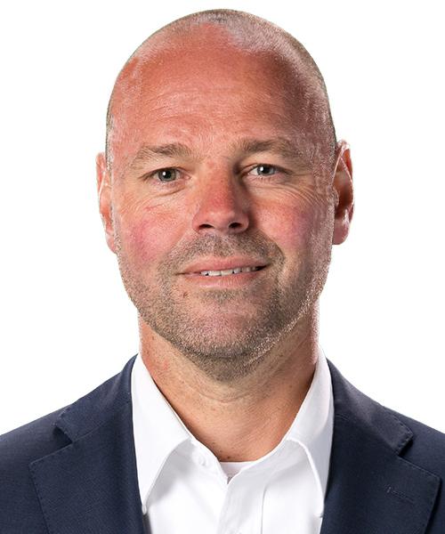 Jens Hemström   Jens är affärsutvecklingschef på Malmö Redhawks. Där ansvarar han för att proaktivt skapa framtidens samarbeten och sammanhang, både kommersiella och ickekommersiella. Det innebär bla. att utveckla Malmö Redhawks aktiva bidrag till samhället och regionen, att hänga med i utvecklingen men också att våga vara först med innovativa samarbeten och nya lösningar som skapar mervärde.