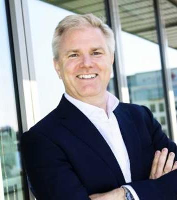 Björn Hauber   Björn är VD för Mercedes-Benz i Sverige och Danmark sedan år 2016. Tidigare arbetade han som chef för Fujian-Benz Automotive i Kina och han har en lång bakgrund inom Daimler-koncernen i olika chefsroller inom försäljning, marknadsföring och produktområdet.