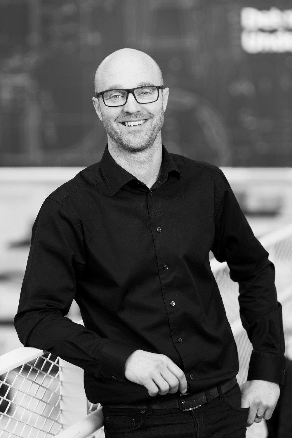 Björn Block   Björn är Business leader för IKEA Home Smart, ett nytt initiativ inom IKEA som undersöker möjligheten att integrera teknik och inredning för att skapa smartare boende. Björns passion ligger i att kombinera design och funktion, och tillsammans med teamet på IKEA utforskar han vad som kommer att bli morgondagens smarta hem och hur det kan bli enkelt och tillgängligt för alla. Grundtanken med IKEA Home Smart är att genom smarta lösningar som är enkla att använda, har ett lågt pris och är funktionella och vackra, bidra till en bättre vardag för de många människorna världen över.