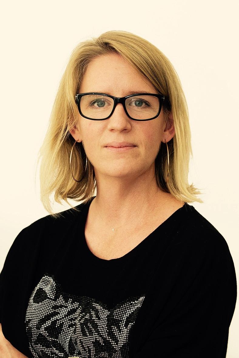Katarina Bexelius, Verksamhetschef VO specialiserad kirurgi, SUS   Katarina är just nu tillförordnad verksamhetschef på Skånes universitetssjukvård. I hennes område ingår handkirurgi, käkkirurgi Skåne, plastikkirurgi och Öron-, näs-, och halssjukvård. Katarina har en bakgrund som akutsjuksköterska, enhetschef på akuten och verksamhetsutvecklare inom sjukvård. Hennes strakaste drivkraft hittar vi i arbete för ständiga förbättringar där utgångspunkten för förändringar alltid utgår från patientens behov.