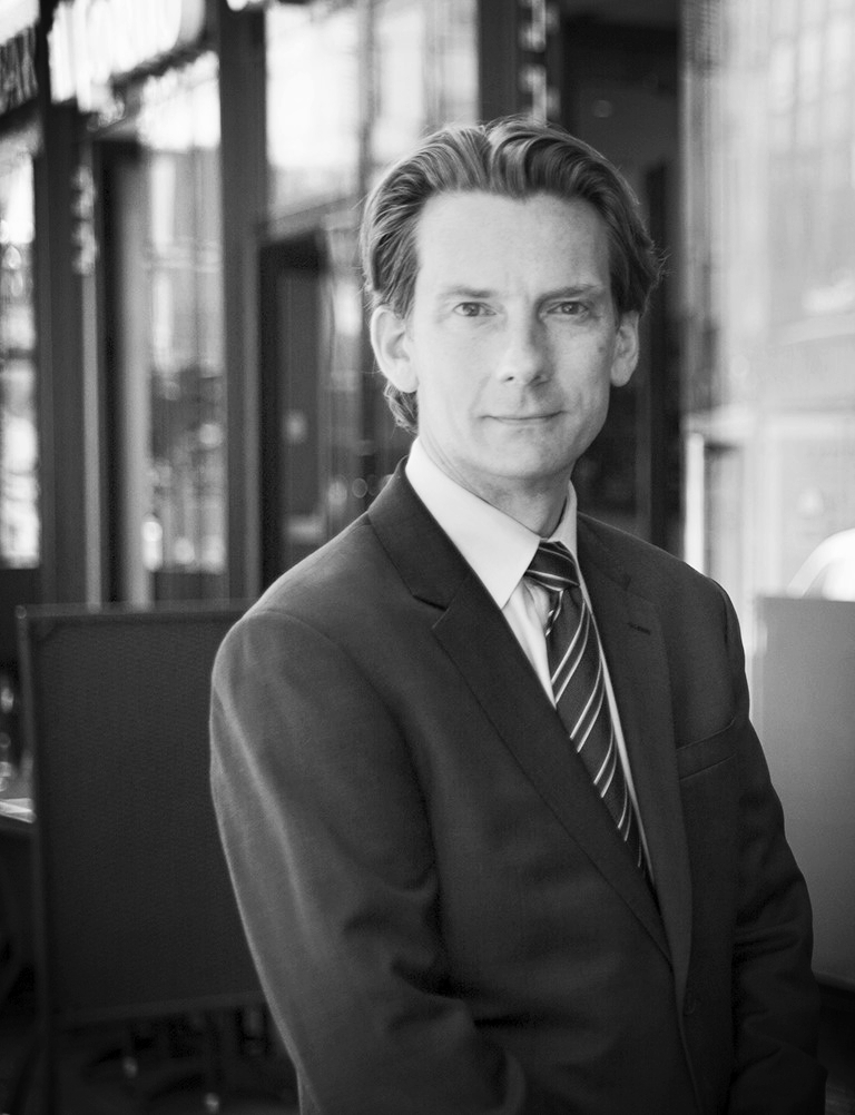 Mattias Hedwall   Mattias är advokat/partner och Head of Global International Commercial & Trade Practice Group inom Trade & Commerce på Baker McKenzies Advokatbyrå i Stockholm. I sin roll har han särskild fokus på kommersiella avtal och transaktioner, export och sanktioner, compliance, investeringar och omstruktureringar av koncerner samt privata företagsförvärv. Mattias är även medlem i ICC's Handelsrätts Kommitté.