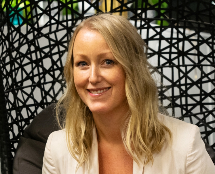 Martina Zetterkvist   VD, Work and Passion  Martina är kommunikationsexpert, VD och wapparen som precis landat sitt drömjobb. Innan hon började på Work and Passion har hon varit chef på PR-byrå och kommunikationsansvarig på stora internationella företag som MTV, Canal Digital och spelutgivaren Activision.