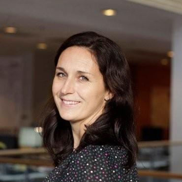 Sara Klingenborg  HR Manager, ÅF  Sara arbetar sedan drygt 3 år tillbaka som HR Manager på ÅF Digital Solutions. ÅF har de senaste åren genomfört en genomgripande HR transformation med de anställda i fokus. Med mer än 10 000 anställda och med höga tillväxtmål ställs stora krav på strategi och processer för att lyckas attrahera, rekrytera och behålla marknadens talangfulla ingenjörer. Sara har en mångårig erfarenhet inom HR och rekrytering från kompetensintensiva bolag som Microsoft, Accenture, Eniro och ÅF.