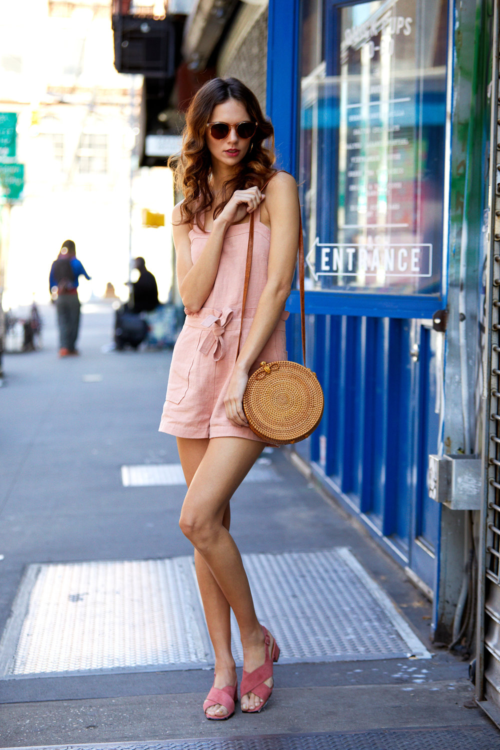 Hey Macarena Polarized Sunglasses - Blonde & Roxie Linen Romper - Dusty Coral & Circle Straw Crossbody Bag & Anelia Pink Suede Slingback Shoes