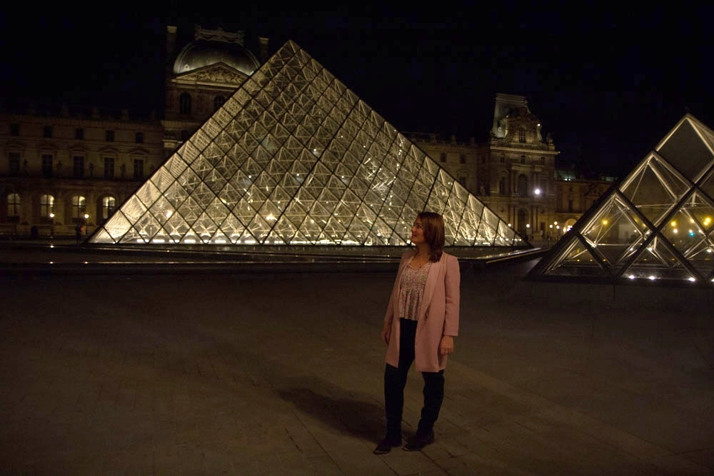 Lourve Museum at night