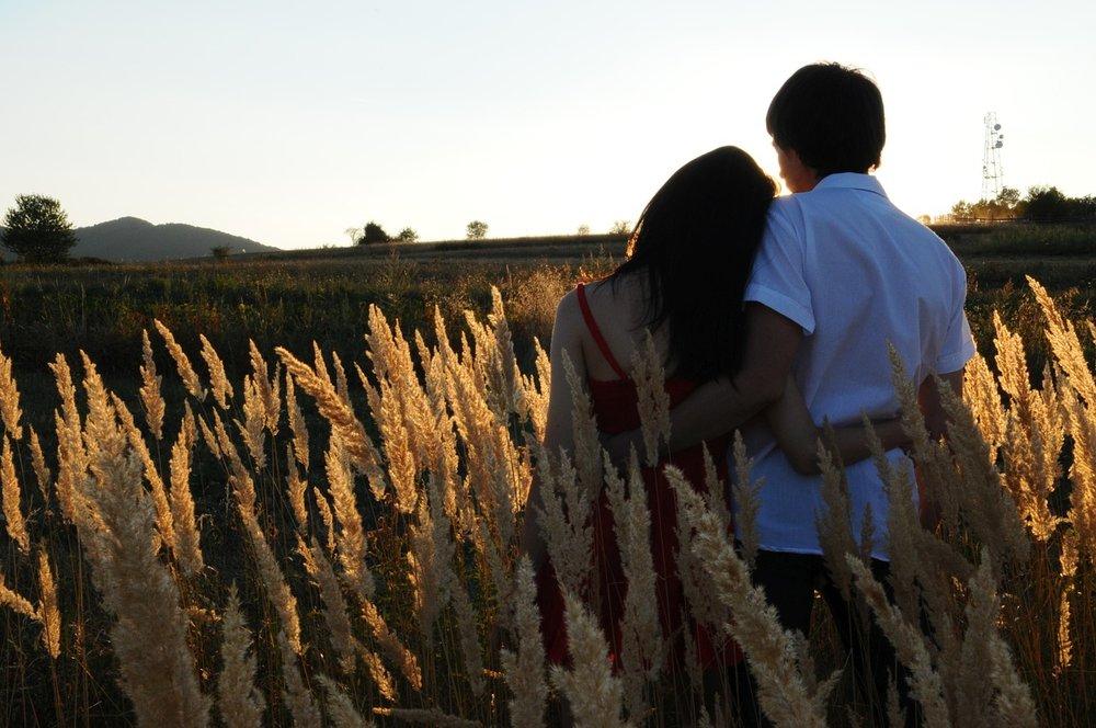 couple-1343944_1280.jpg